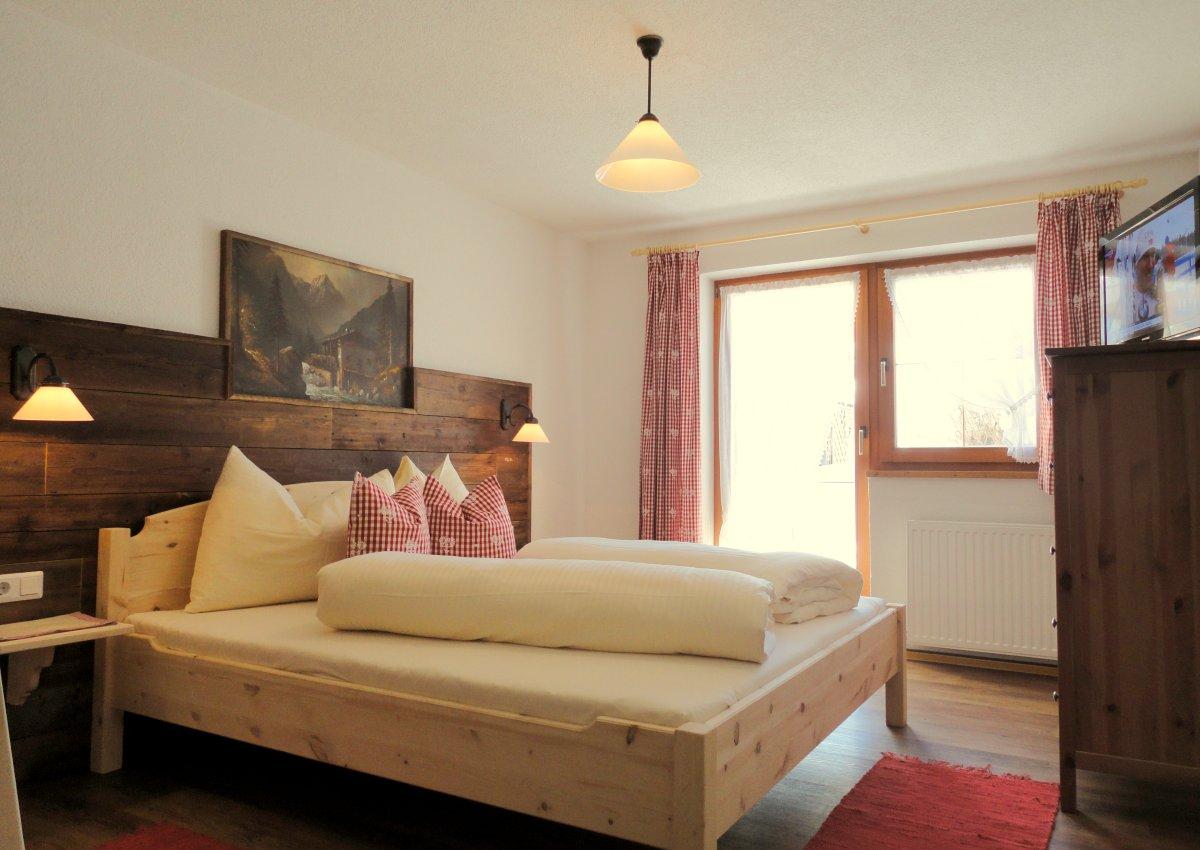 trueferhof ferienwohnungen in ehrwald tiroler zugspitz arena wohnen. Black Bedroom Furniture Sets. Home Design Ideas